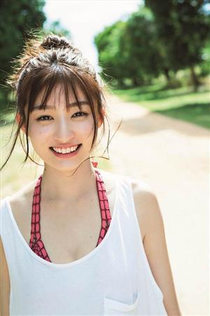 吉川愛(吉田里琴)が20歳を迎える10月28日にセカンド写真集「off」(ワニブックス)を発売する。