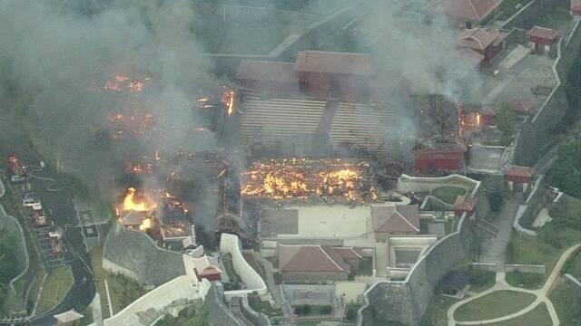 首里城火災 午前11時ごろ鎮火「朝から涙が止まらない」ニュース 動画