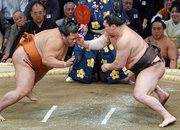 【相撲】大相撲十一月場所十四日目 白鵬4場所ぶり43回目優勝!鮮やか外掛け!御嶽負け越し