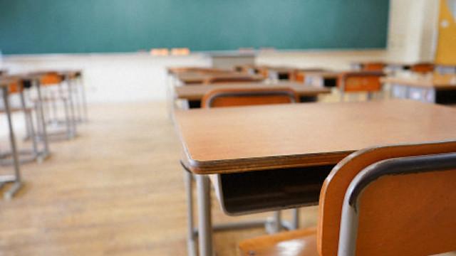 50代 小学校教師 が 体罰 指導のため女子児童の身体に触れたところ、同級生男子から「嫌がってるやん」と言われブチ切れ。