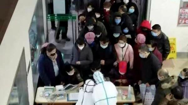 新型肺炎 武漢 の病院 何千人も押し掛けパニック状態 (動画あり)  武漢