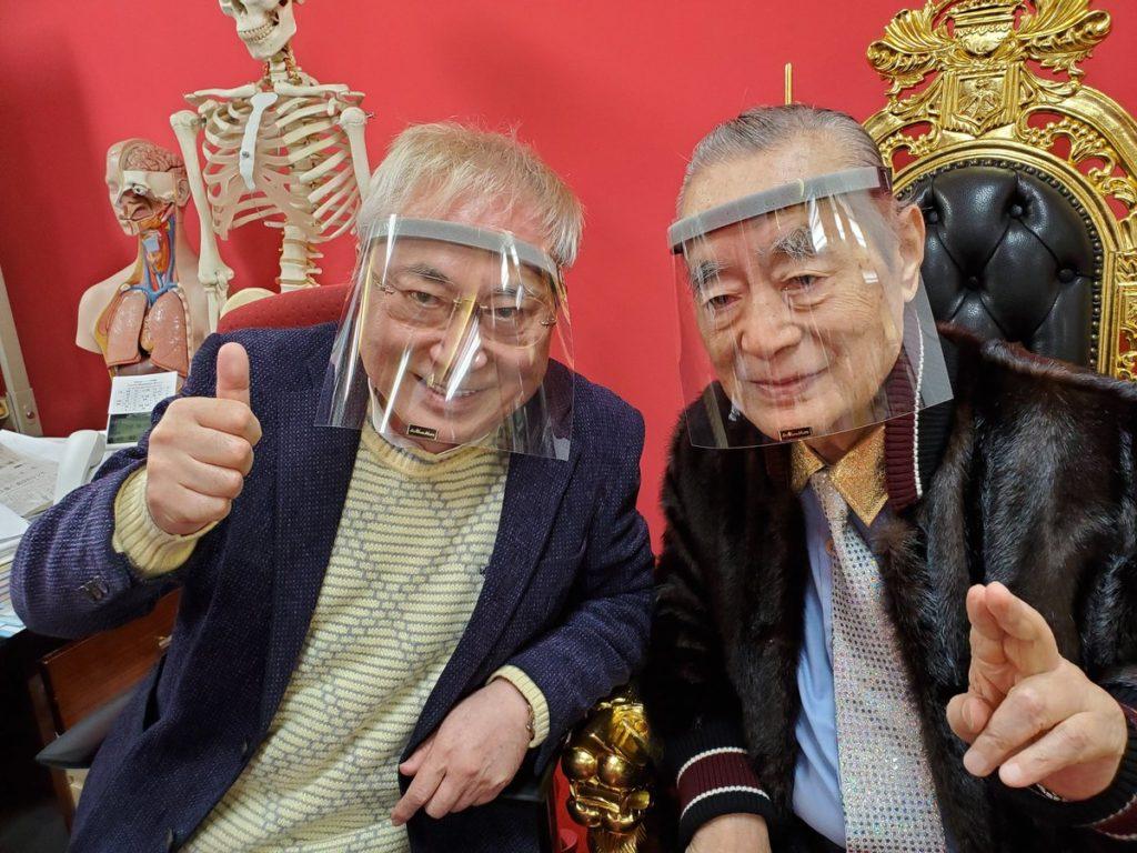 高須院長 ドクター中松 開発 コロナ対策マスク装着で外出 「一般人でも買える?」と反響相次ぐ