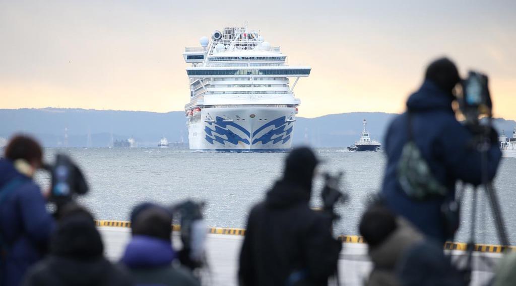 新型肺炎 クルーズ船内の約100人が体調不良訴え 厚労省、ウイルス検査実施へ